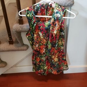 Colorful top with keyhole back